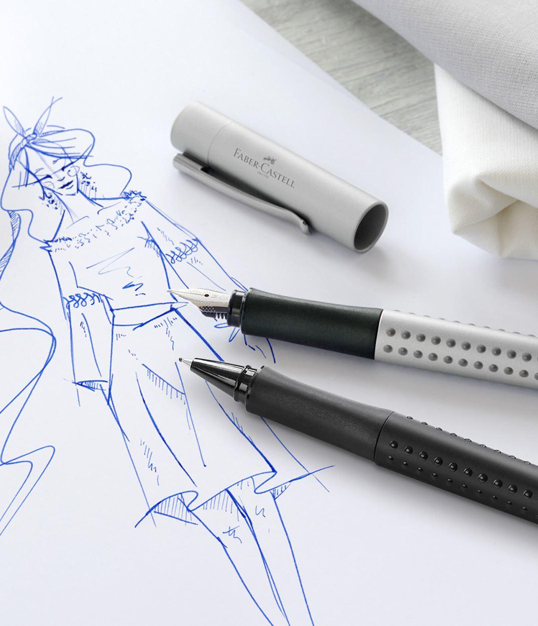 Pluma estilogr/áfica color azul Faber-Castell 201506 Gripset 2011 punta M, un bol/ígrafo, tinta y convertidor